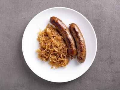 тушеная капуста со свиными колбасками, кетотрецепты, пучок шпината